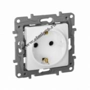 672222 ETIKA Розетка 1-местная механизм 2К+З со шторками 16А 250В~ винт. зажимы белый